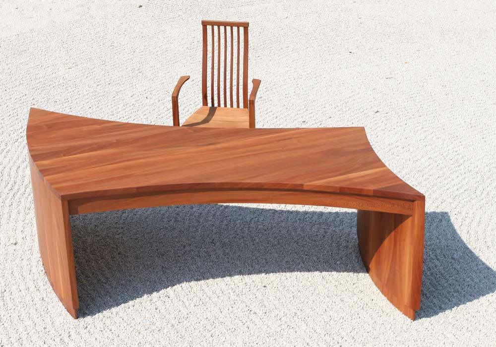 Bürotisch und -stuhl