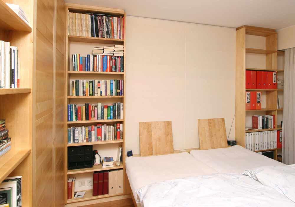 Bett, Regal und Schrank
