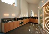 Küche mit Rollos